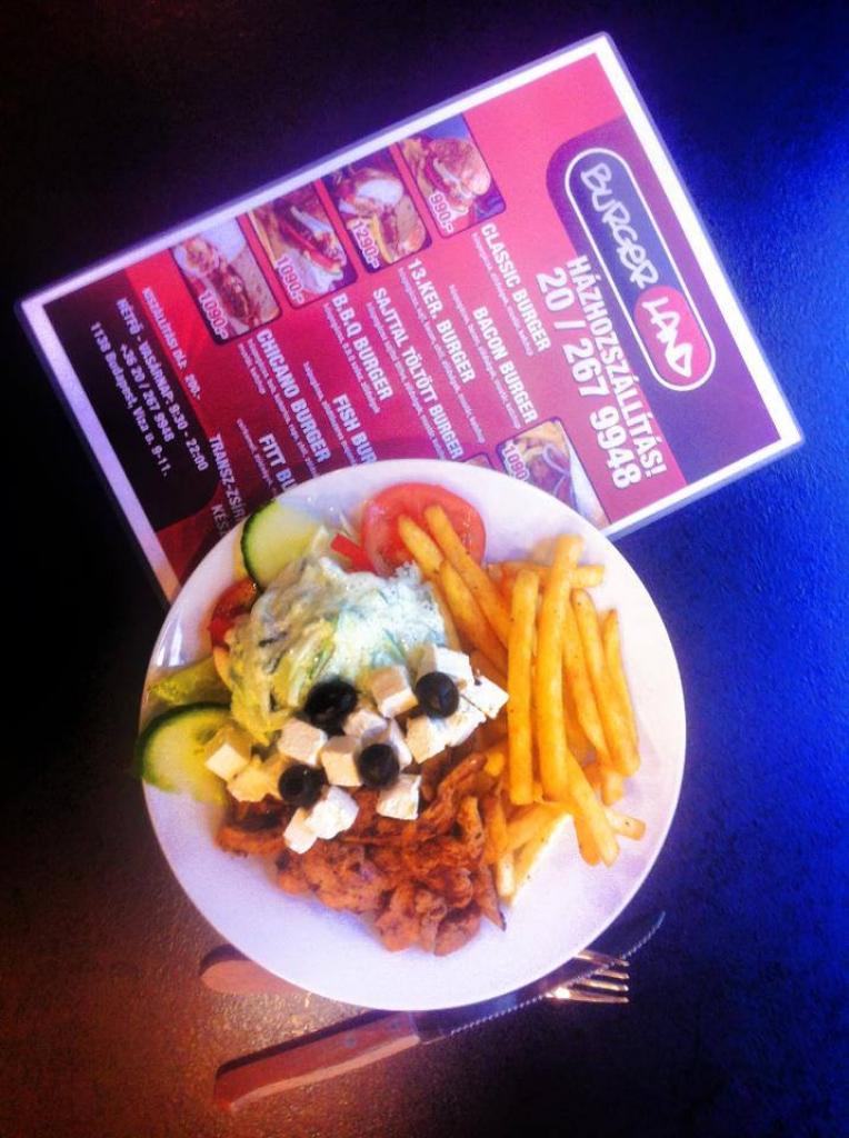 Athéni csirkemell vegyes körettel, görös salival és tzatzikivel! -