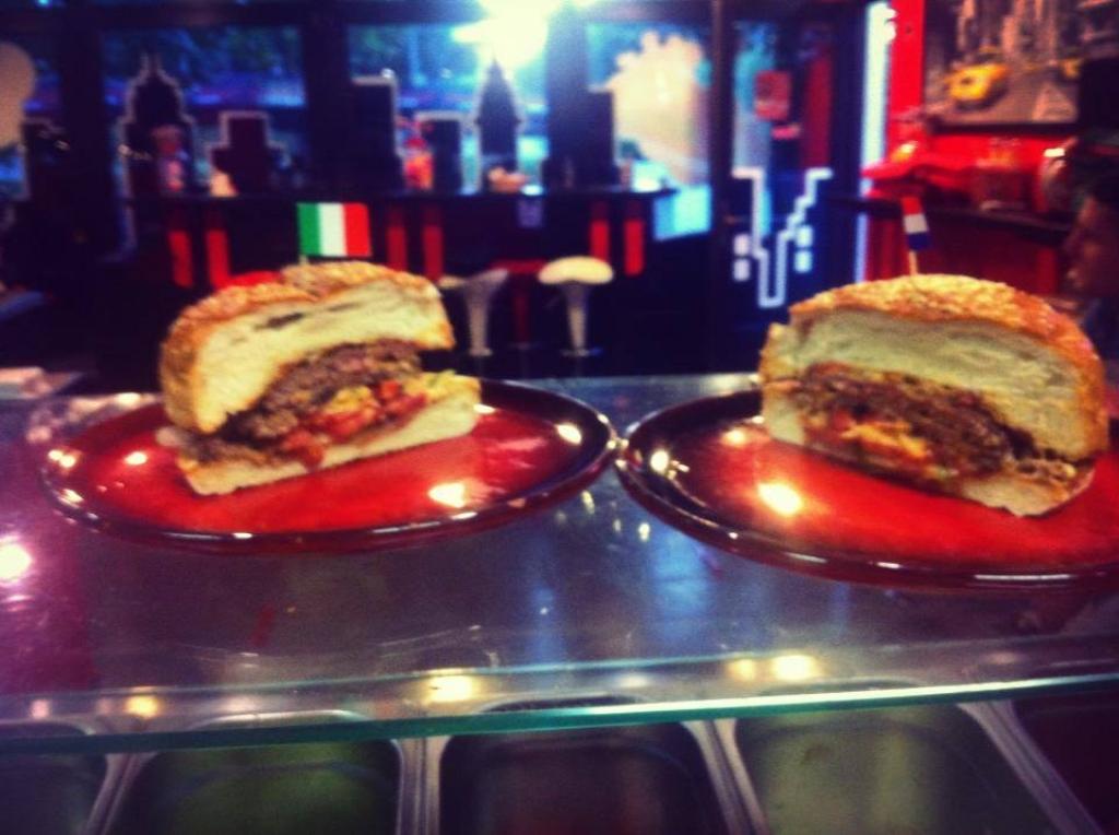 Felezve... Lassan és halkan, de Budapest legjobb hamburgerese leszünk! -