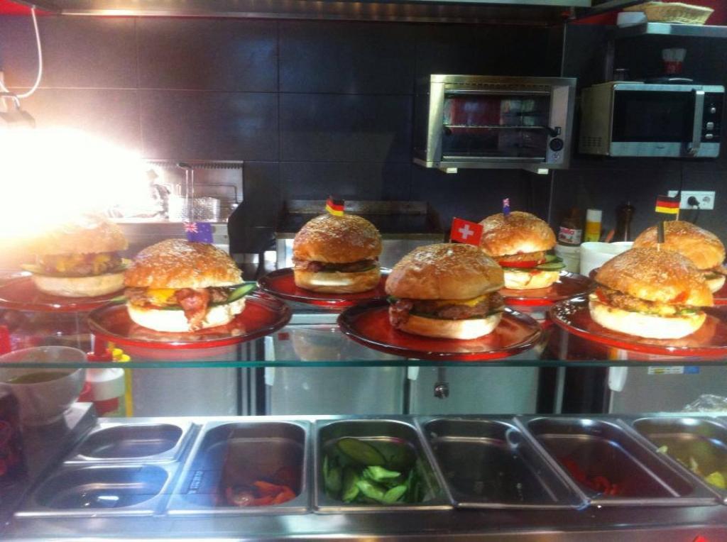 ezek a normál legkisebb hamburgereink -